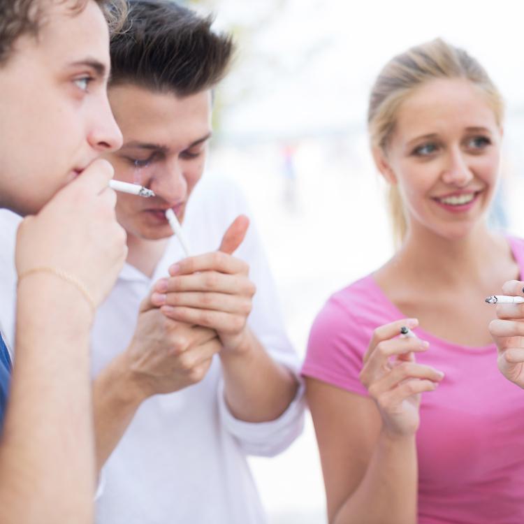 Fumo, sigarette per uno studente su...