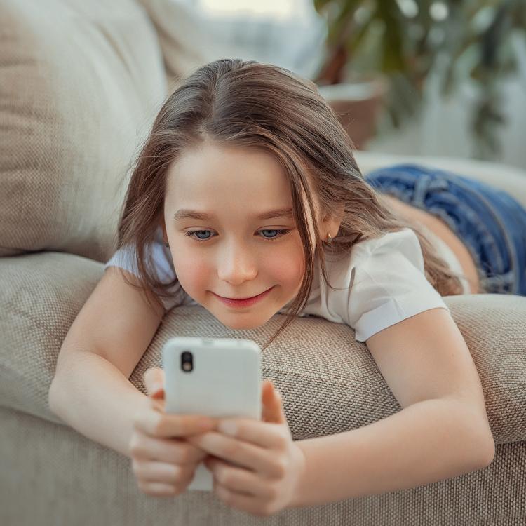 """Smartphone già a 4 anni: arriva manuale per una """"rete senza risch..."""