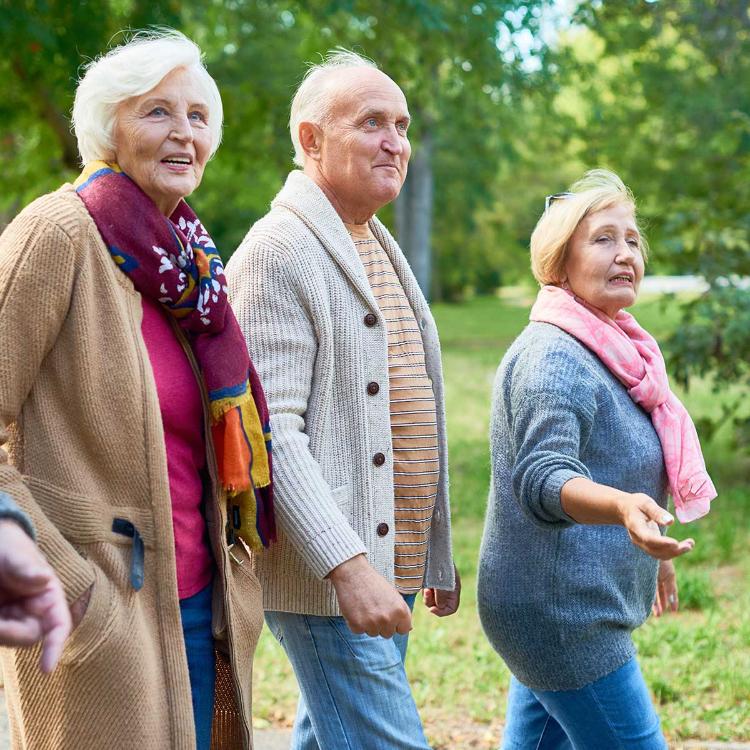 Fase 2, geriatri: bene nonni 'liberi' ma controllo a distanza