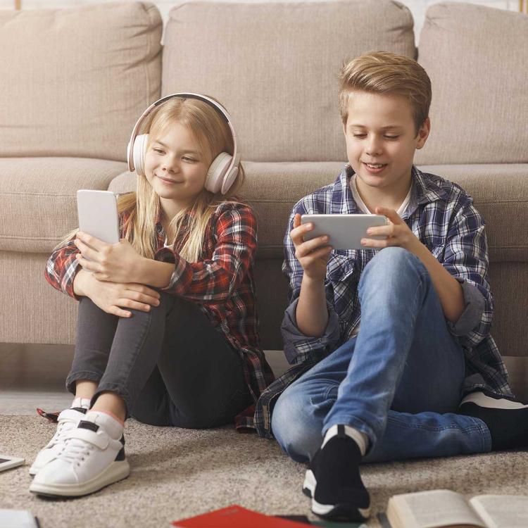 Oculisti Soi: troppe ore fra pc e smartphone, ragazzi rischiano m...